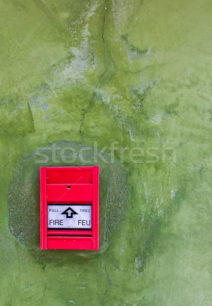 Roşu incendiu alarma de incendiu verde perete sticlă Imagine de stoc © stoonn