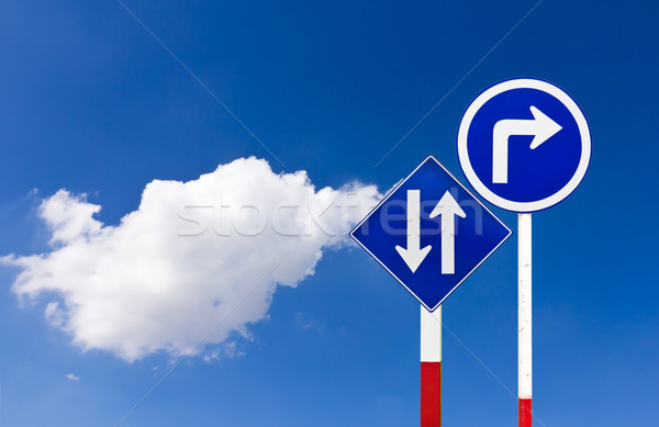 Stock fotó: út · közlekedési · tábla · fordul · helyes · kék · égbolt