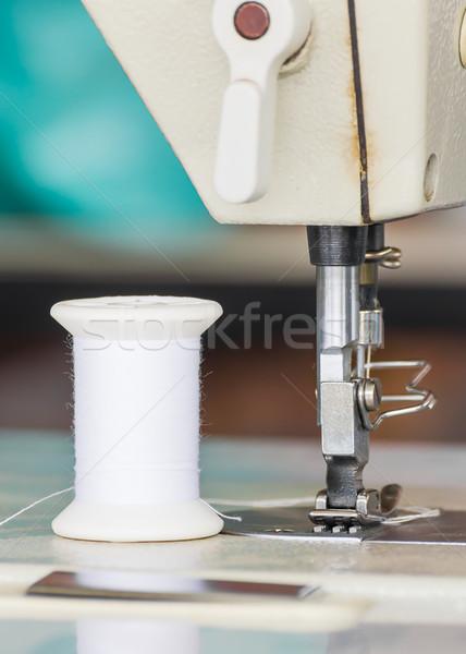 Industriële naaimachine textiel fabriek weefsel Stockfoto © stoonn