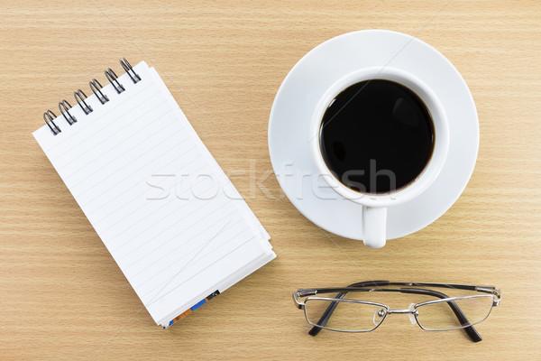 Koffie notepad houten tafel beker papier onderwijs Stockfoto © stoonn