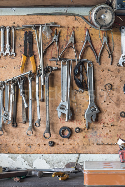 Herramienta plataforma pared edad herramientas colgante Foto stock © stoonn