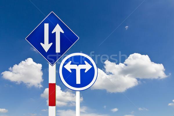 Stock fotó: út · közlekedési · tábla · kék · ég · égbolt · felirat · kék