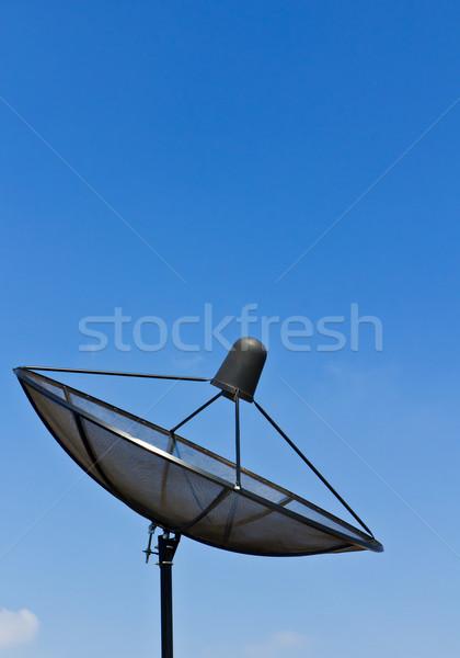 Antena satelitarna Błękitne niebo niebo telefon komunikacji fali Zdjęcia stock © stoonn