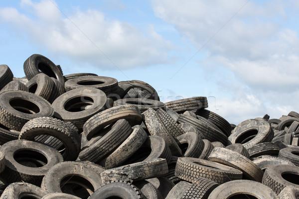 Velho pneus blue sky reciclagem planta Foto stock © stoonn