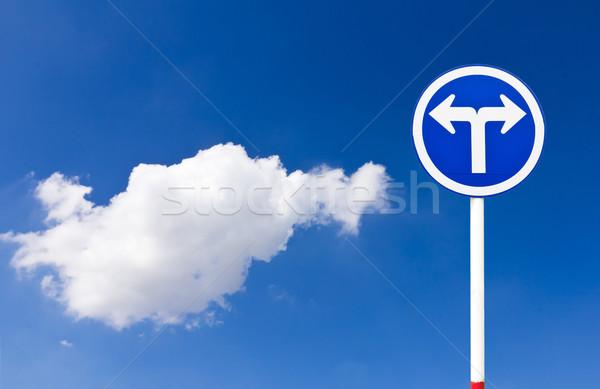 Weg verkeersbord Blauw draaien hemel Stockfoto © stoonn