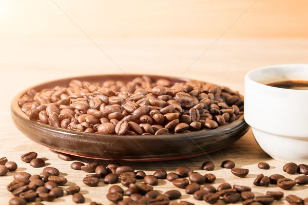 Grãos de café xícara de café marrom madeira Foto stock © stoonn