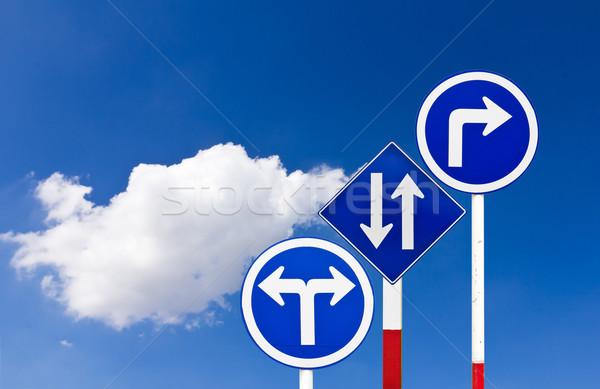 Stock fotó: út · közlekedési · tábla · kék · égbolt · felirat · utazás