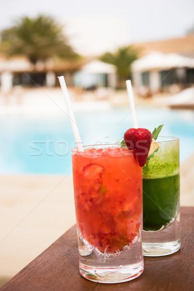 Kokteyller yüzme havuzu kırmızı yeşil gökyüzü su Stok fotoğraf © stryjek