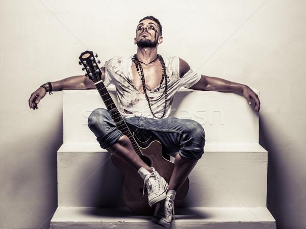 Hombre guitarra acústica relajante pasos retrato Foto stock © stryjek