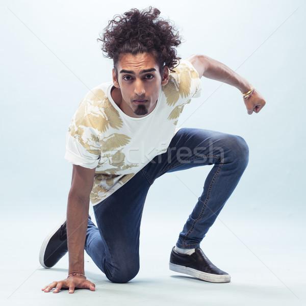 Jonge mannelijke hip hop danser vloer Stockfoto © stryjek