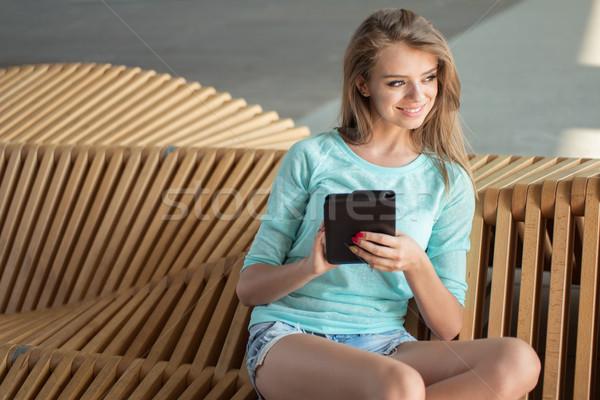 Stockfoto: Mooie · vrouw · tablet · vergadering · moderne · stoel · mooie