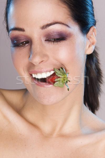 Meyve kadın görüntü güzel kız çilek Stok fotoğraf © stryjek