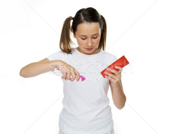 Giovane ragazza dentifricio spazzolino elettrici rosso tubo Foto d'archivio © stryjek