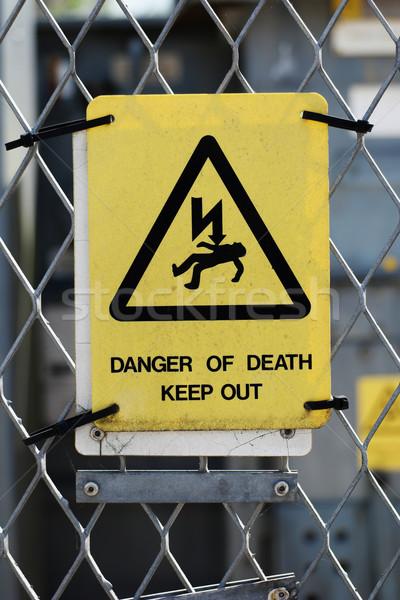 Nagyfeszültség figyelmeztető jel négyszögletes citromsárga figyelmeztetés kockázat Stock fotó © stryjek
