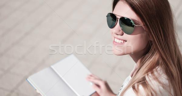 Diák olvas könyv mutat üres oldal Stock fotó © stryjek