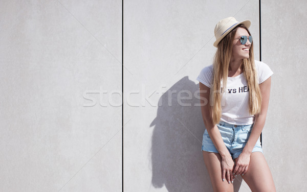 Foto stock: Feliz · mulher · parede · cópia · espaço · elegante