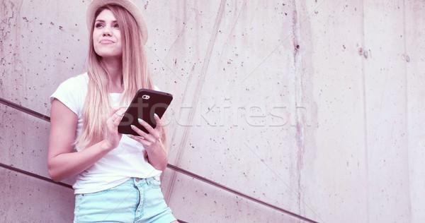 Boldog nő diák tart tabletta berendezés Stock fotó © stryjek