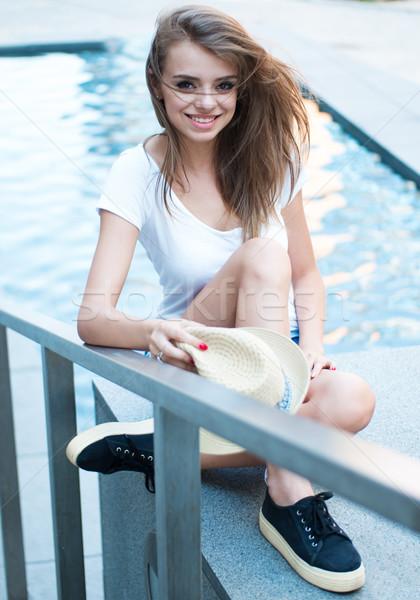 Csinos nő ül víz szökőkút csinos fiatal nő Stock fotó © stryjek