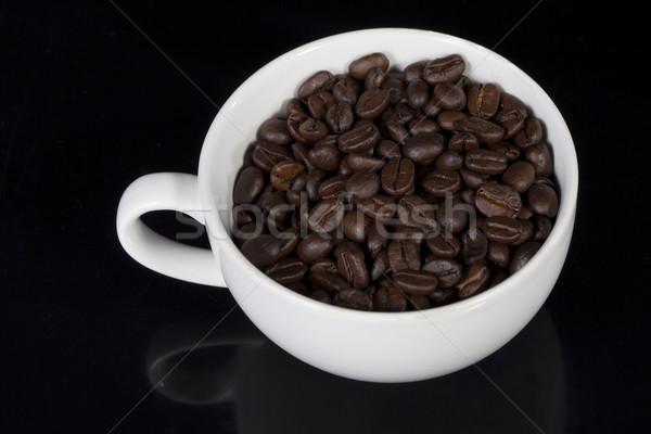 Beker vol koffiebonen witte Stockfoto © stryjek