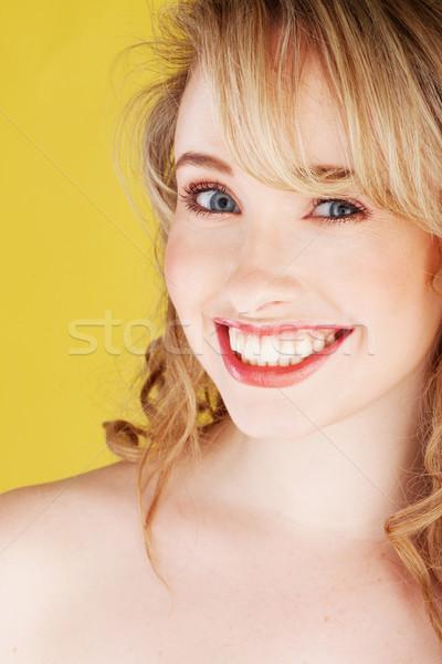 Primo piano ritratto sorridere giallo ragazza Foto d'archivio © stryjek