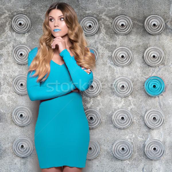 Divatos nő visel kék ruha hosszú Stock fotó © stryjek