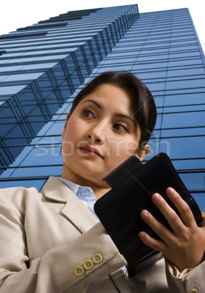 Zakenvrouw schrijven persoonlijke organisator zakenvrouw permanente Stockfoto © stuartmiles