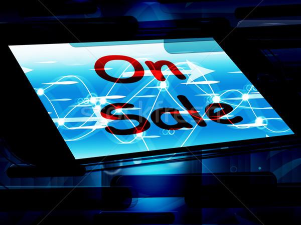 Vásár képernyő promóciós megtakarított pénz mutat telefon Stock fotó © stuartmiles