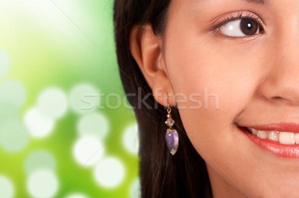 Doğal gülen genç genç kız doğal olarak güneşli Stok fotoğraf © stuartmiles