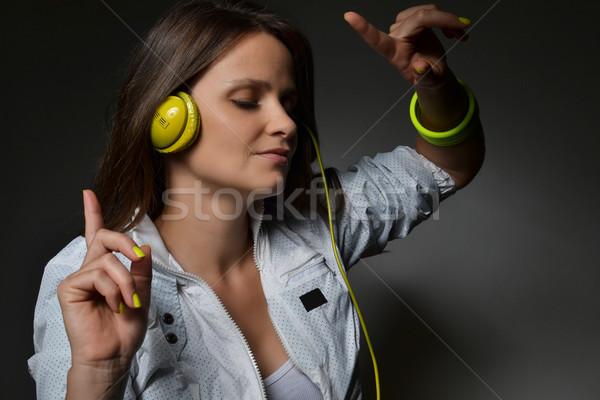 美しい 若い女性 リスニング 音楽 ヘッドホン 孤立した ストックフォト © studio1901