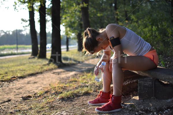 Genç kadın antreman park doğa uygunluk Stok fotoğraf © studio1901