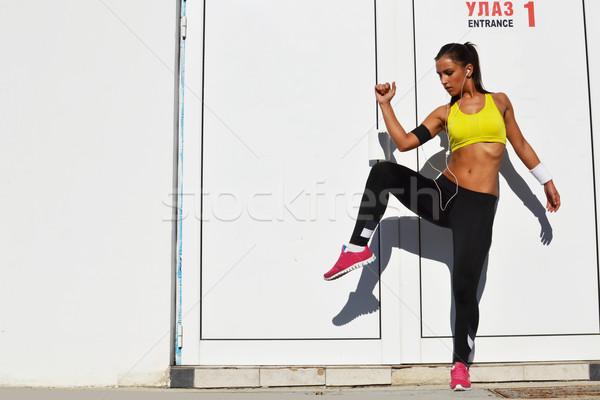 若い女性 行使 美しい 健康 ジム ヘッドホン ストックフォト © studio1901