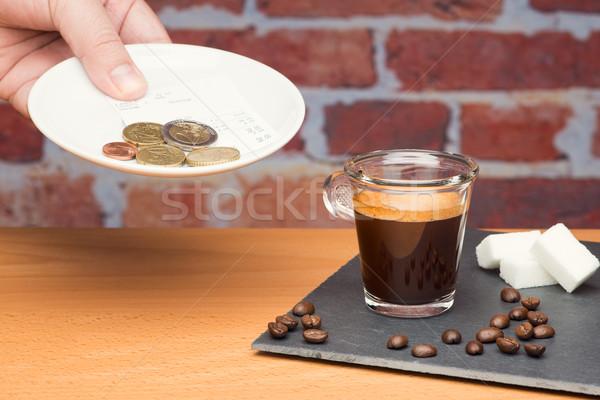 Tasse café Bill mur de briques main homme Photo stock © Studio_3321