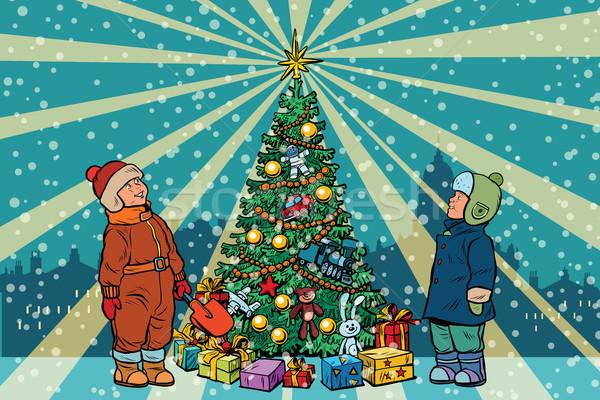 子供 スタンド クリスマスツリー レトロな ポップアート 通り ストックフォト © studiostoks