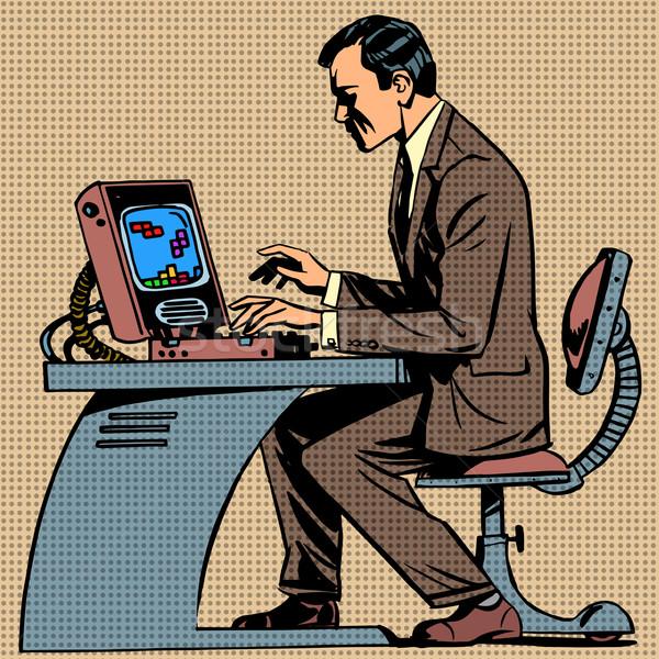 Yaşlı adam bilgisayar oyunu pop art bilgisayar retro tarzı Stok fotoğraf © studiostoks