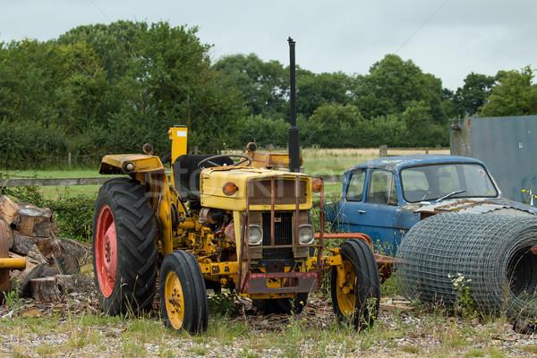 Amarillo tractor edad residuos suelo Foto stock © suerob