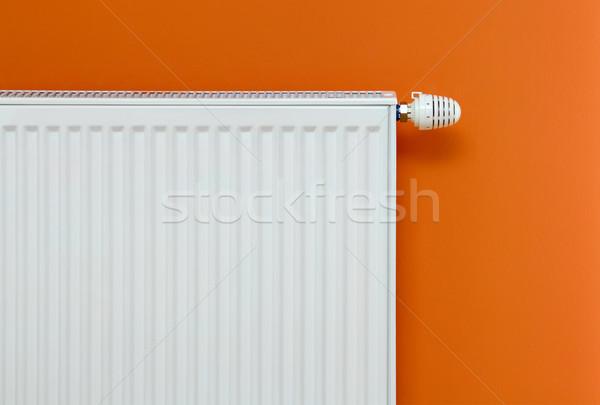 Radyatör ısıtma bağlı turuncu duvar Stok fotoğraf © Suljo