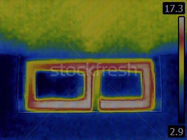 Seminterrato finestra infrarossi immagine calore perdita Foto d'archivio © Suljo