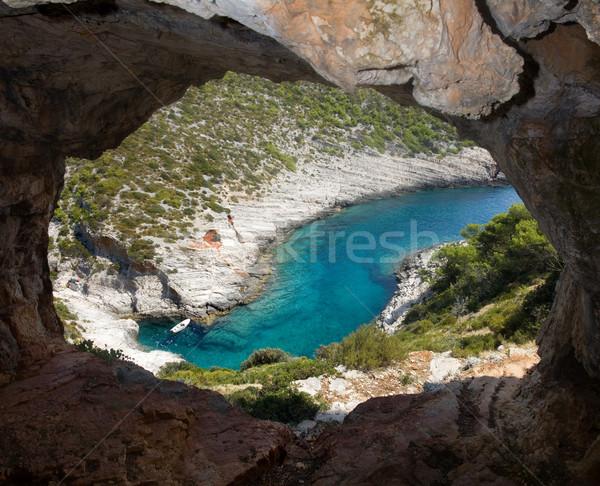 Vue grotte faible bateau eau Photo stock © Suljo