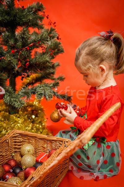 Küçük kız noel ağacı güzel güzel aile Stok fotoğraf © superelaks