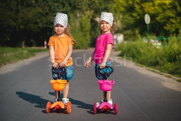 Iki güzel kızlar ayakta Stok fotoğraf © superelaks