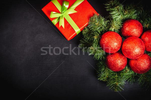 Christmas geschenken zwarte tabel houten tafel for Tafel papier