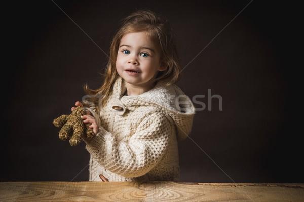 Küçük kız saman ayı oyuncak ayı siyah güzellik Stok fotoğraf © superelaks