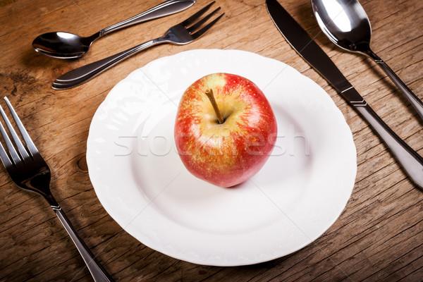 蘋果 盤 刀具 紅蘋果 老 木桌 商業照片 © superelaks