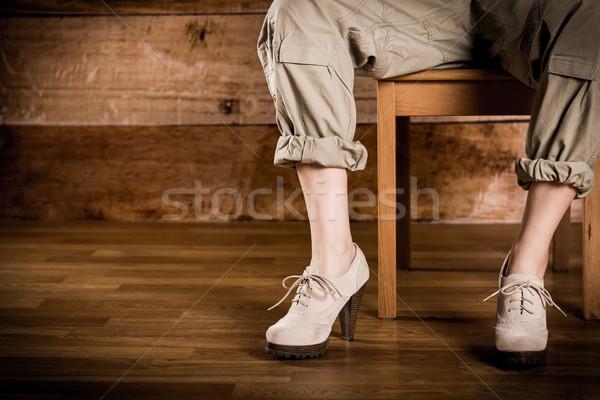 Kadın oturma sandalye güzel bir kadın bacaklar topuk Stok fotoğraf © superelaks