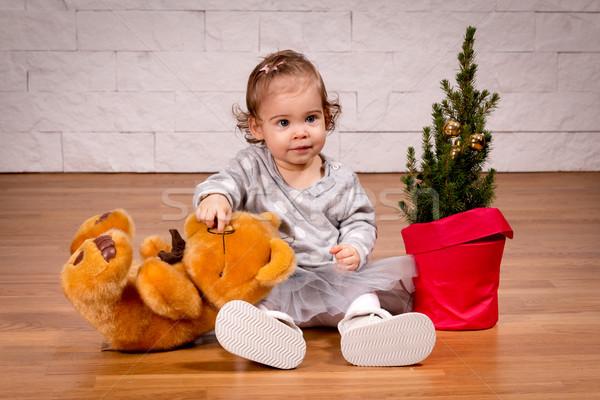 Kız oyuncak ayı noel ağacı küçük kız bebek gülümseme Stok fotoğraf © superelaks