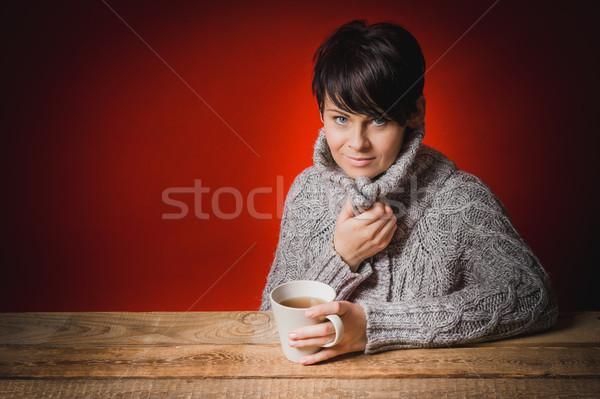 Güzel bir kadın kazak içme çay gri kırmızı Stok fotoğraf © superelaks