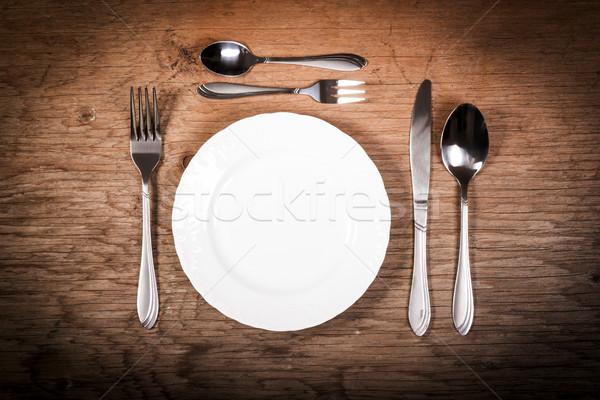 üres tányér evőeszköz asztal fehér öreg Stock fotó © superelaks