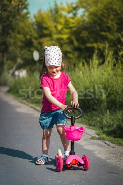 Güzel kız ayakta sokak spor Stok fotoğraf © superelaks