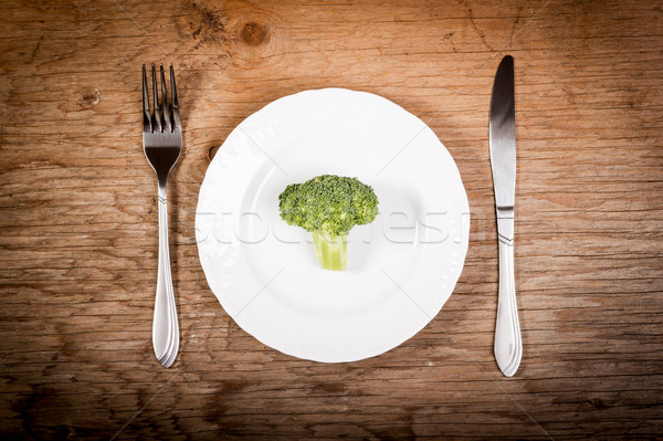 Brocoli plaque coutellerie vieux table en bois alimentaire Photo stock © superelaks