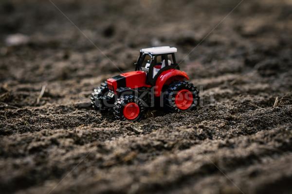 Jouet tracteur domaine faible rouge travaux Photo stock © superelaks